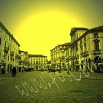 La piazza in giallo